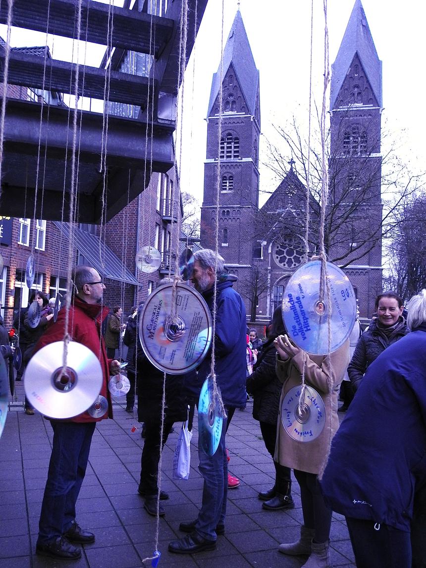 Beeindruckende Friedensaktion auf dem Breyeller Lambertimarkt- Dank der Grünen an die Organisatoren