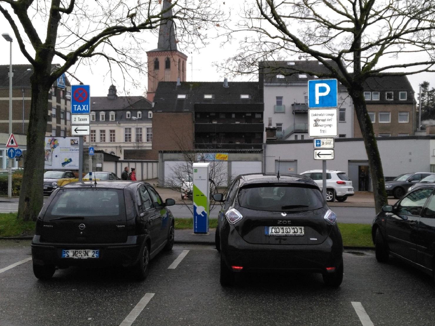 Strom tanken am Doerkesplatz – Beschilderung wird auf Wunsch der Grünen geändert